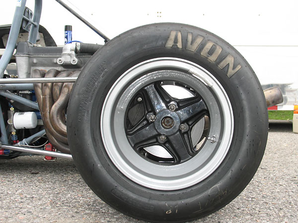 Avon racing tires (8.2/22.0/13 front and 10.5/23.0/13 rear).