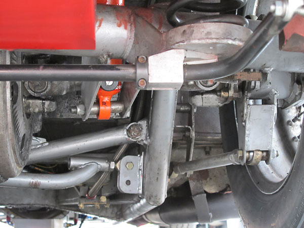 Adjustable anti-sway bar mounted on aluminum pillow blocks.