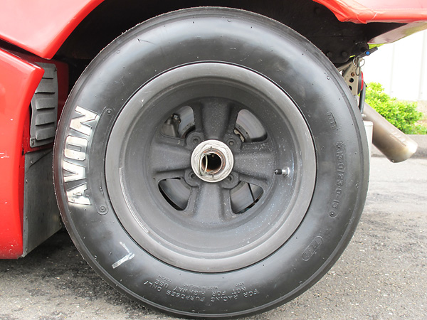 Avon tires (9.0/20.0-13 front by 13.0/23.0-13 rear).