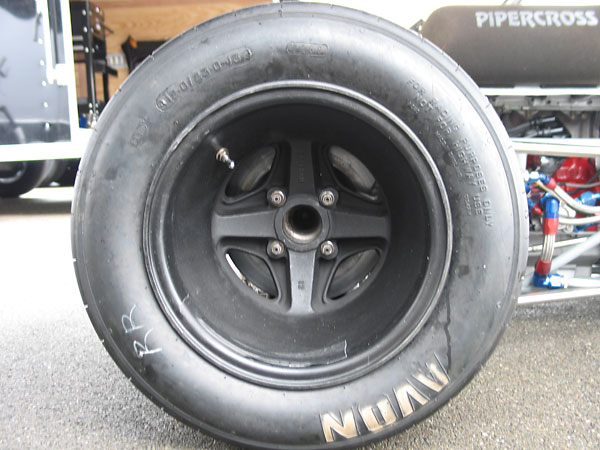Avon racing tires (9.0/21.0/13 front and 12.0/23.0/13 rear).