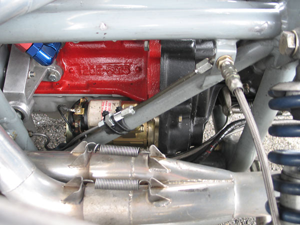 Tilton Super Starter. Behind it, casting number 120E-6015 indicates a Cortina 1.5L engine block.