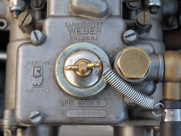 Weber carburetor: Tipo 40DCOE18, Number 29882 - mounted on a Warnerford intake manifold.