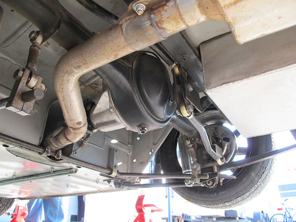 Three link rear suspension utilizing leafsprings, plus Watt's linkage to restrain side-to-side movement.