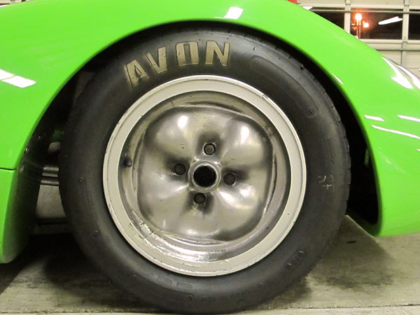 Avon Historic Formula Ford tires (5.0/22.0-13 front, 6.5/23.0-13 rear).