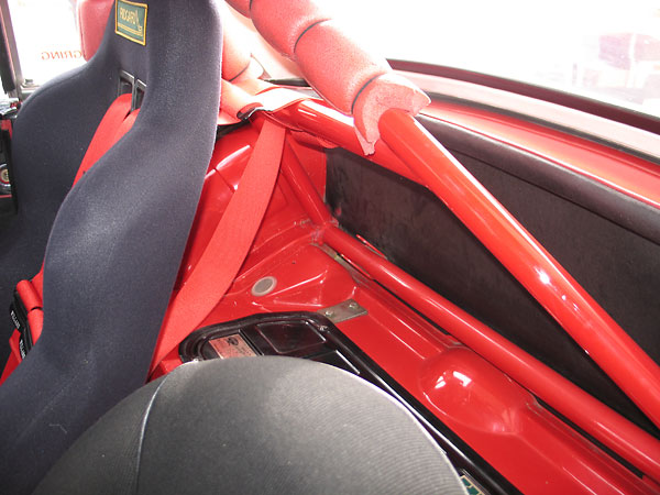 Shoulder harness mounting point and other roll cage features...