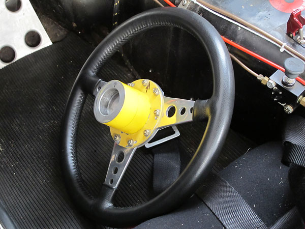 Quick release steering wheel hub.