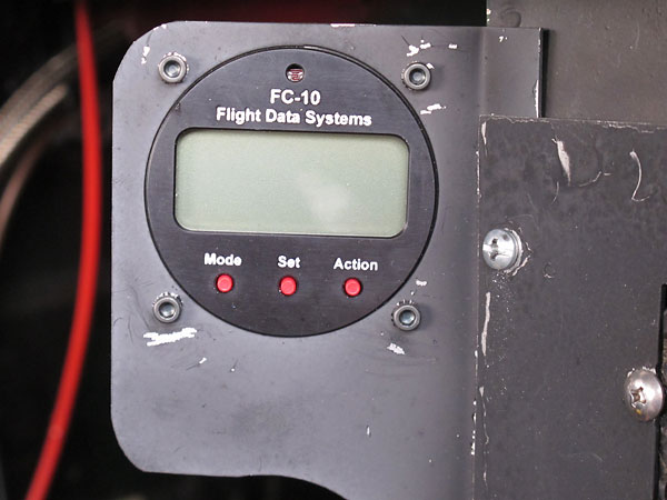 Flight Data Systems' FC-10 fuel computer can display instaneous fuel consumption rate.