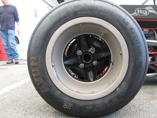 Avon racing slicks (9.0/20.0-13.0 front, 12.0/23.0-13.0 rear).