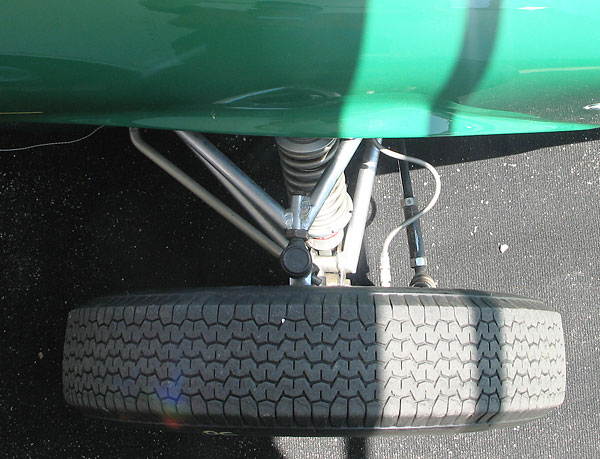 Dual wishbone front suspension.
