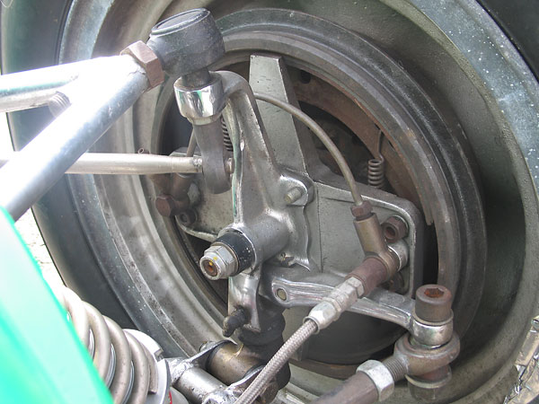 Feeding the anti-roll bar through a Heim joint bearing