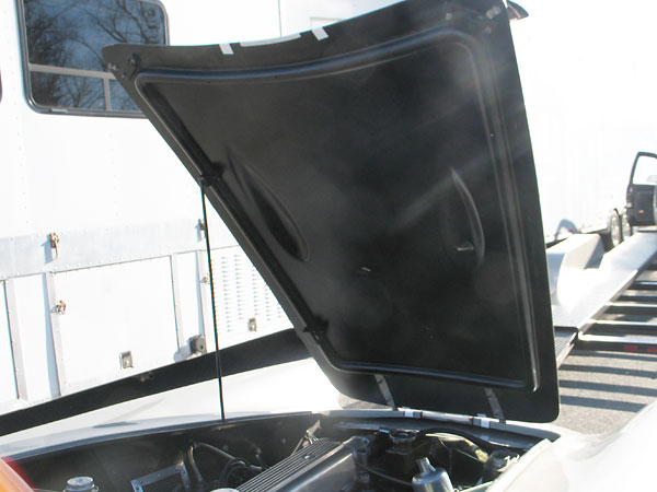 A single offset blister would replace the original bonnet double-hump.