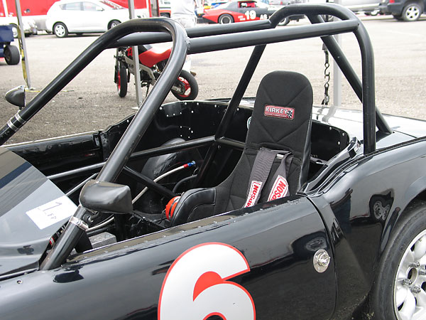 It's an interesting rollcage. Note also how a hood pin is used to secure the door.