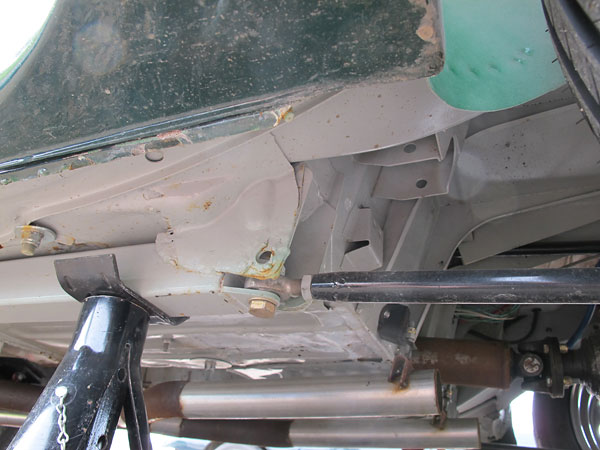 Attachment of the lower links to the MGB bodyshell.