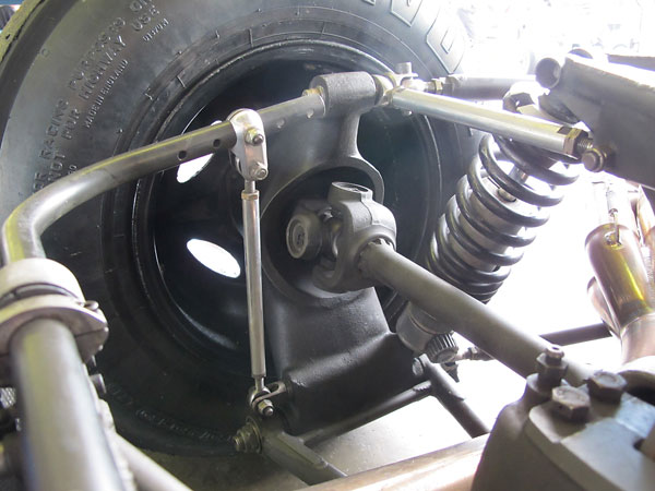 5-position adjustable anti-sway bar. Notice that its tubular construction reduces weight.