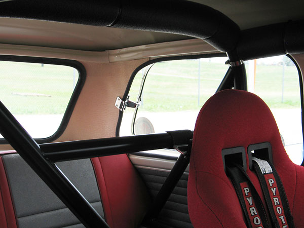 Shoulder harness straps wrap neatly around one of the rollcage's horizontal bars.