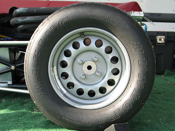 Dunlop Racing Formula Ford tires: 135/545-13 CR82 front / 165/580-13 CR82 rear.