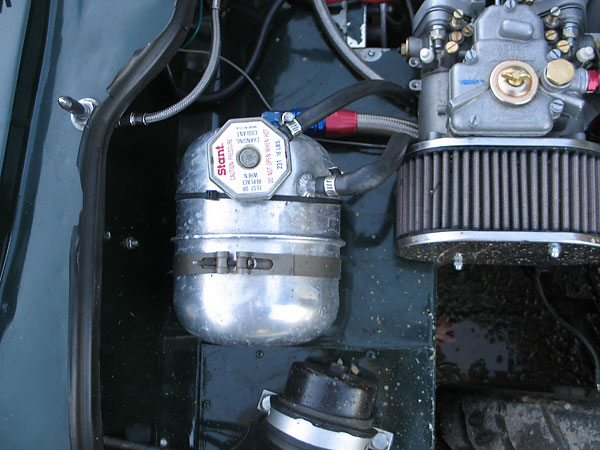 Harrison (Corvette style) coolant header tank.