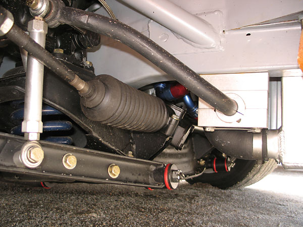 The upgraded front anti-roll bar is mounted on aluminum pillow blocks.