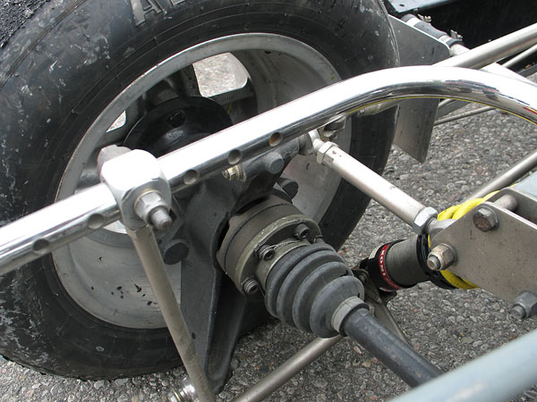 Adjustable (seven position) tubular anti-sway bar.