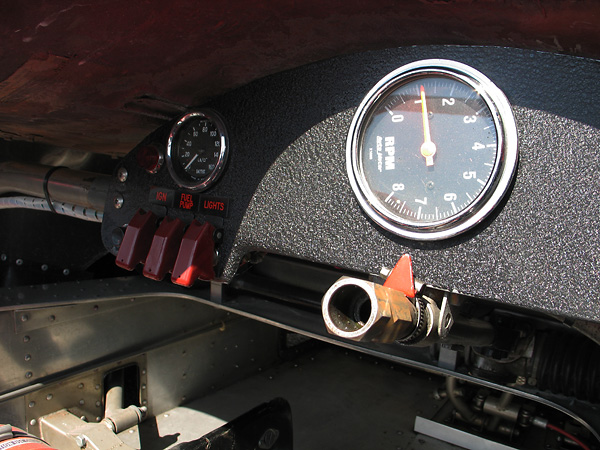 Smith oil pressure gauge (0-160psi) and AutoMeter tachometer (0-8000rpm).